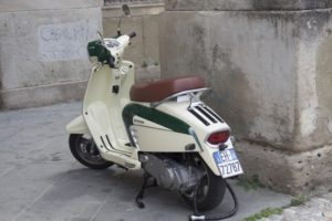 Italiaanse scooter - camping